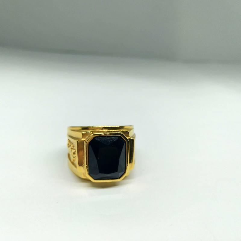 Nhẫn nam mạ vàng khắc rồng đá đen titan