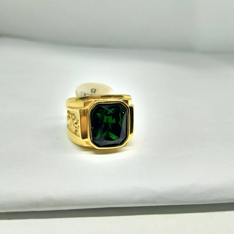 Nhẫn nam vàng khắc rồng đá xanh lá titan