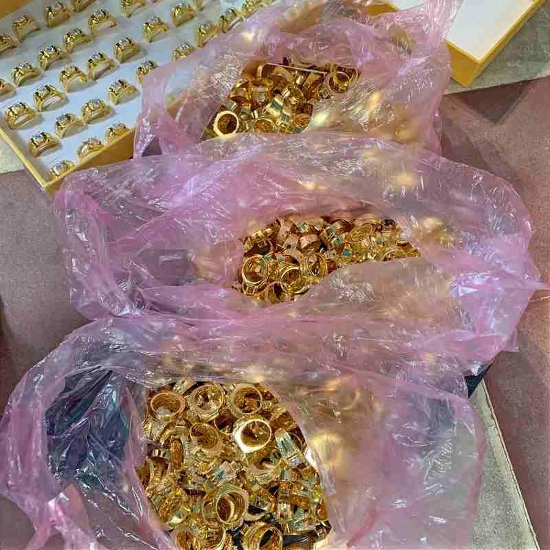 Mua sỉ trang sức mạ vàng ở đâu? Top cửa hàng bán sỉ phụ kiện trang sức